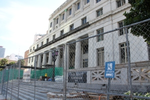 picture of the dade county courthouse with a fence for construction